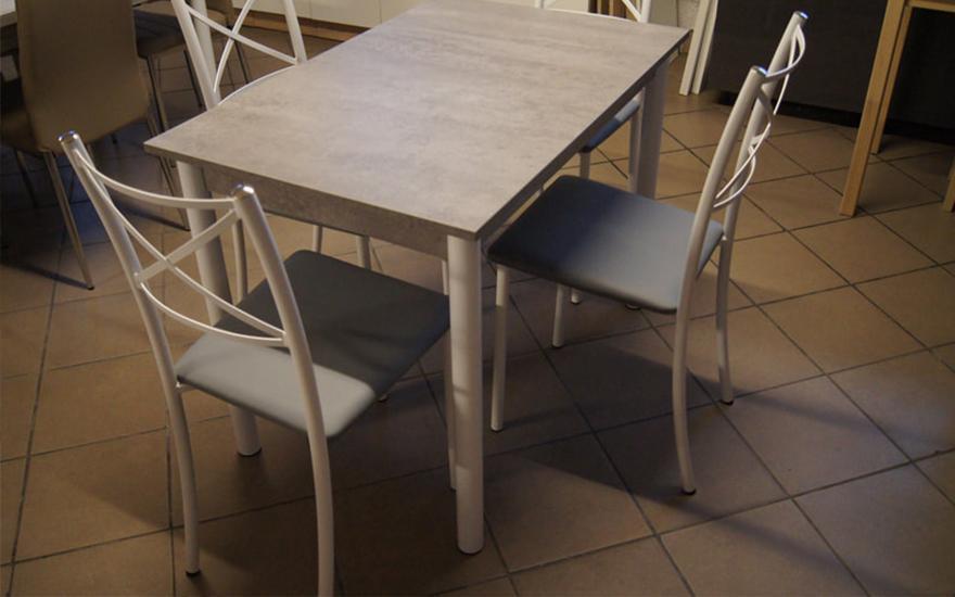 stół zkrzesłami